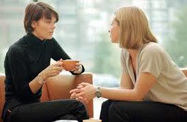 dos-mujeres-hablando